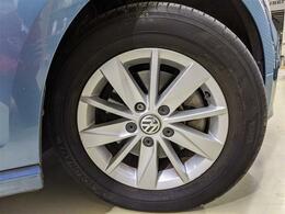 純正アルミホイールにヨコハマタイヤのエコスが装着され、低燃費性に優れた走りが期待できます!