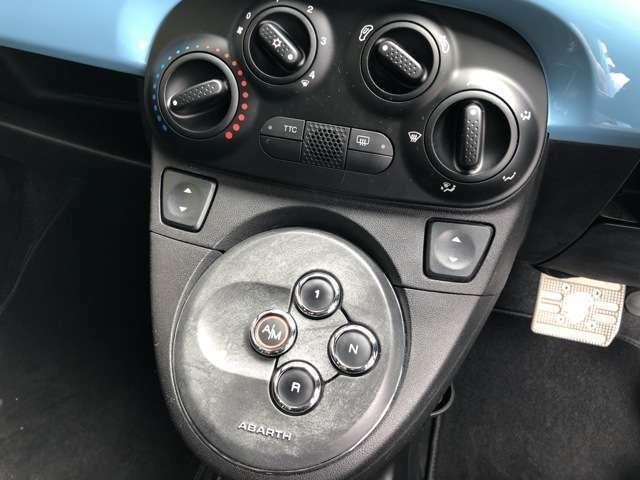 シフトはボタンで操作します!!なかなかないので、最初は慣れないかもしれませんが、慣れてしまえばボタン1つなのでとても楽に運転できます!!