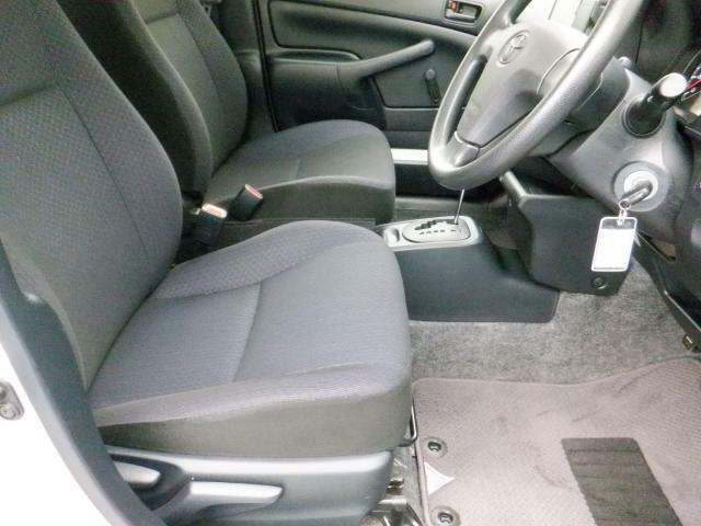運転席、助手席共に綺麗な状態です。