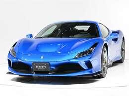 ボディカラーはBlu Corsa(青メタリック)にインテリアはNero(黒)の組み合わせでございます。