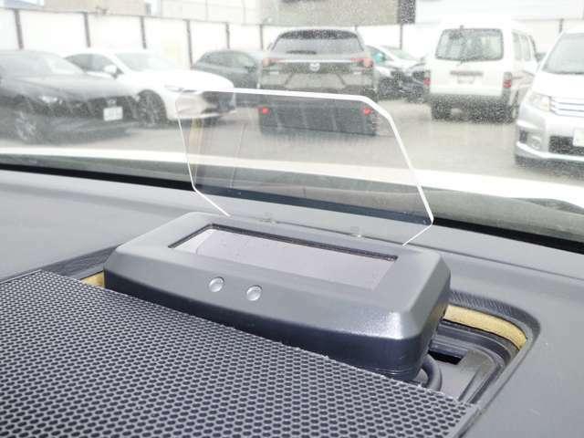 社外ヘッドアップディスプレイです。スピードメーターが投影されます!