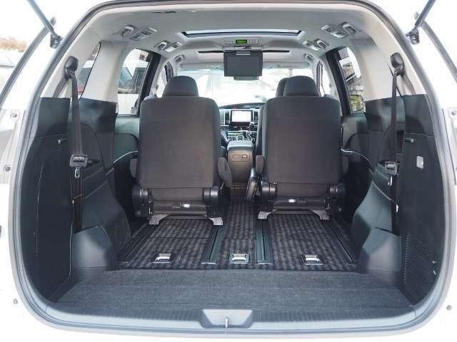 サードシートは床下格納できますので、フラットなラゲージが広がります。