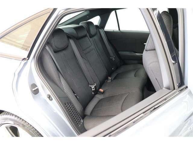 ■ゆとりの後席空間&シート■長時間のドライブも快適に過ごせる後席空間へ。最適な素材や座面形状をはじめ、疲れづらいシートを徹底して追求しました。