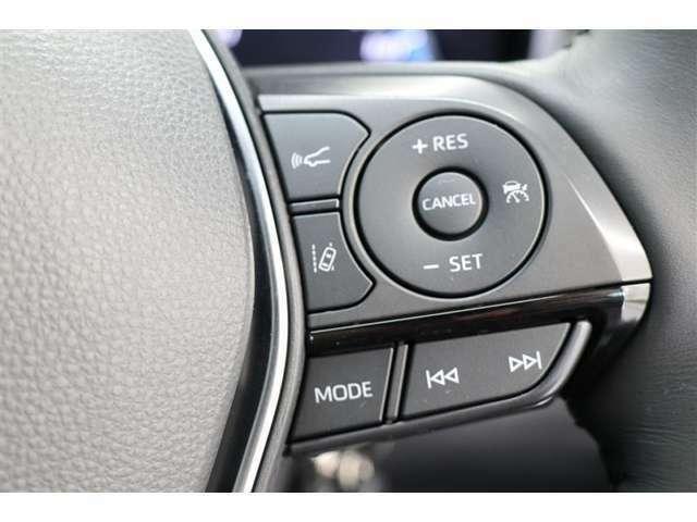 ■ステアリングスイッチ■マルチインフォメーションディスプレイ内の表示切替やオーディオなどの操作を、ステアリングから手を離さずにコントロール。