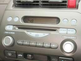 フィットアリアに付いているオーディオはホンダ純正CDチューナーが装着されております。CDプレーヤー・AM/FMチューナー付です。お好みの音楽を聞きながらのドライブは楽しさ倍増ですね!