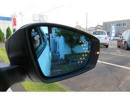 社外ドアミラーに交換されています。ウインカーを操作すると鏡面に矢印が表示されかっこいいです!!