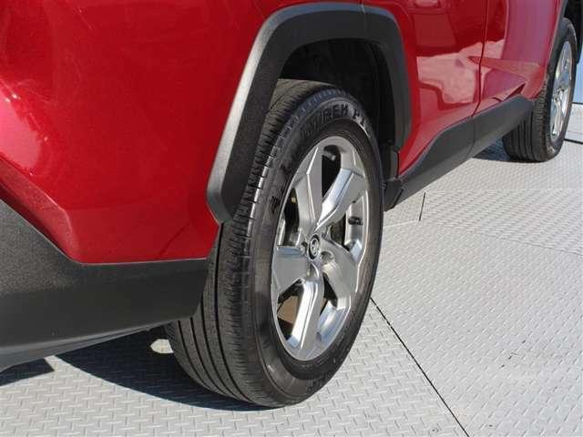 タイヤサイズは225/60R18!残り溝は5ミリ程度です!