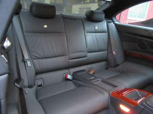 リヤシートはほとんど使用感がありません。