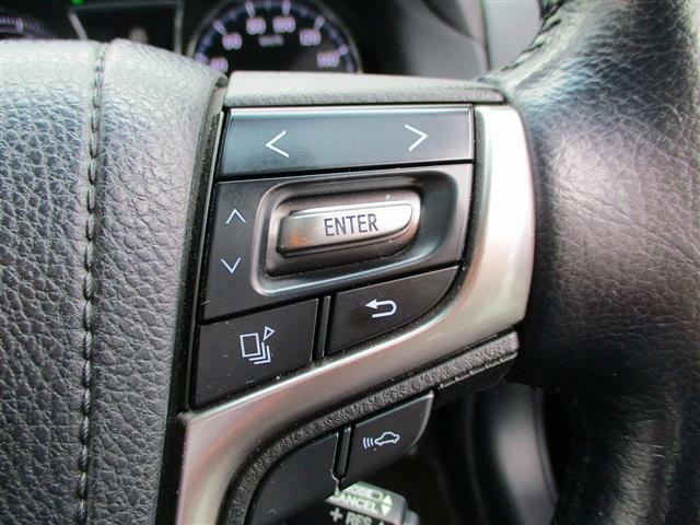 こちらのお車には、SDナビ地デジ・Bカメラ・CD・DVD・ブルーレイ・ブルートゥース・ETC・シートヒーター・ステアヒーター・レーダークルーズ・LEDライト・フォグ・17AW・USBが装備!
