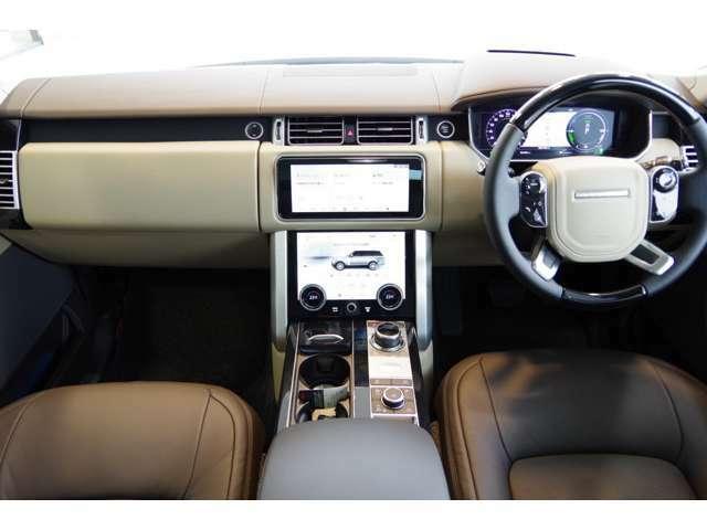 前面にウッドパネルを施し、ドライバーも高級感を楽しめます!