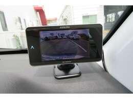 バックカメラが付いております。自動車の死角を映像でサポートしてくれるので、ドライバーに安心の装備です。