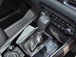 6速AT搭載!シフトレバーを操作するだけでマニュアルトランスミッションのようにシフトアップ/ダウンが楽しめて、爽快なスポーティドライビングが満喫できます!