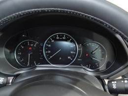 先行車との速度差や車間距離を計測し、設定した車間距離を保つよう自動で調整することで0km/hから高速域まで追従走行ができます。また追従走行中に先行車が停止すると自車も減速して停止します!