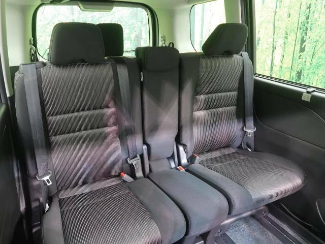 セカンドシートは中央部が可動式となっている為、ウォークスルーの様な使用も可能です!