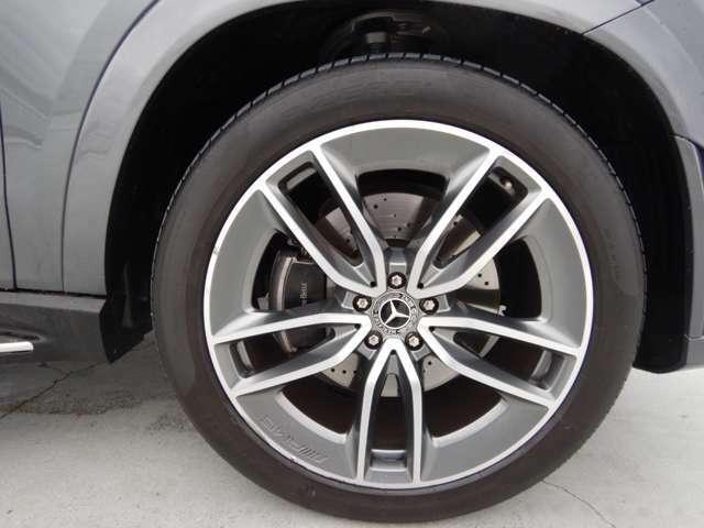 トレモライトメタリック/ハイシーンAMG22インチ5ツインスポークアルミホイールは1本あたり187000円(タイヤ別)!