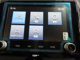 8インチ画面のタッチスクリーンでナビゲーションをはじめとする多彩な機能を使えるスマートフォン連携ナビゲーション。