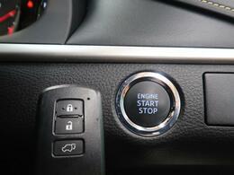 【スマートキー&スタートシステム】携帯したスマートキーを取り出すことなく、フロント・バックドアの施錠・解錠が可能で、ワンプッシュでエンジンがスタート!!