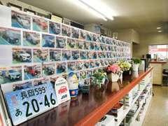 店内には、ご成約頂いたお客様の写真を沢山展示しております♪
