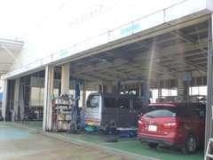 店舗併設で民間車検工場完備。車検・一般修理もお任せください♪
