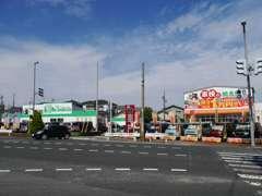 国道113号線沿いの緑色の建物が当店です!新潟空港から約5分、一日市ICからも約5分です。