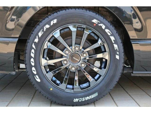 足元には数量限定の新色マッコイズEP-4(ブラックメタルコート)17インチアルミホイールとナスカータイヤを新品でセット!