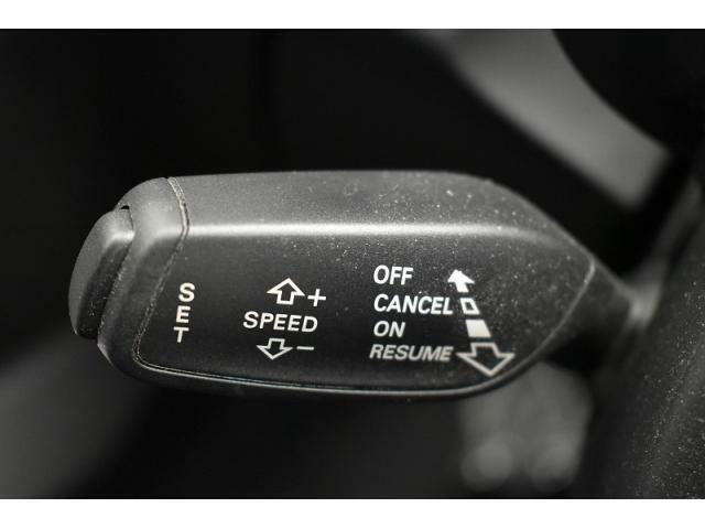 ●クルーズコントロール『長距離ドライブでの疲労を軽減する大変重宝する機能です。』