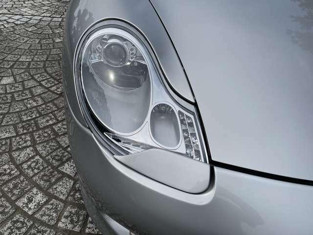ヘッドライトはLEDに変更。カバーはクスミもなくとても綺麗です。