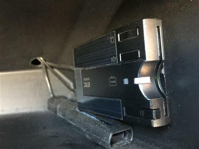 純正ナビ/ワンセグTV/バックカメラ/ETC/前後ドライブレコーダー/純正アルミホイール/横滑り防止装置/フォグランプ/革巻きステアリング/電動ミラー/スマートキー