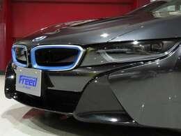 ●メタリック・ペイント/ソフィスト・グレー・ブリリアント・エフェクト/BMW i ブルー・アクセントカーボン・ファイバー強化樹脂(CFRP)製ルーフ