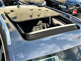 サンルーフで開放的なドライブをお楽しみ下さい!