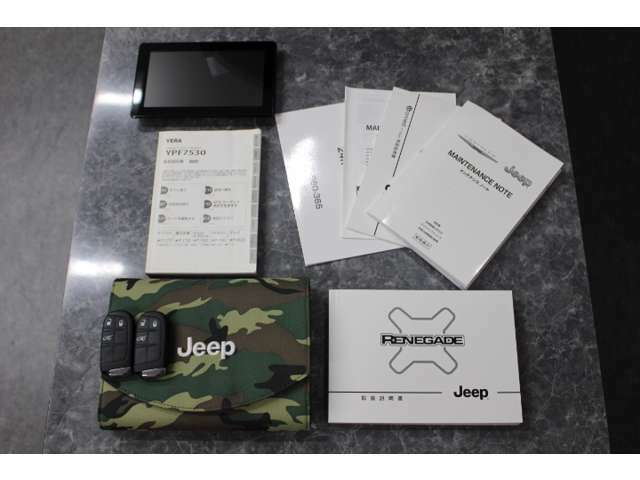 新車保証書 取説 ブックレットケースなどの備品類、完備しております。ユピテル製 ポータブルカーナビゲーション 7インチYPF7530 付属します☆