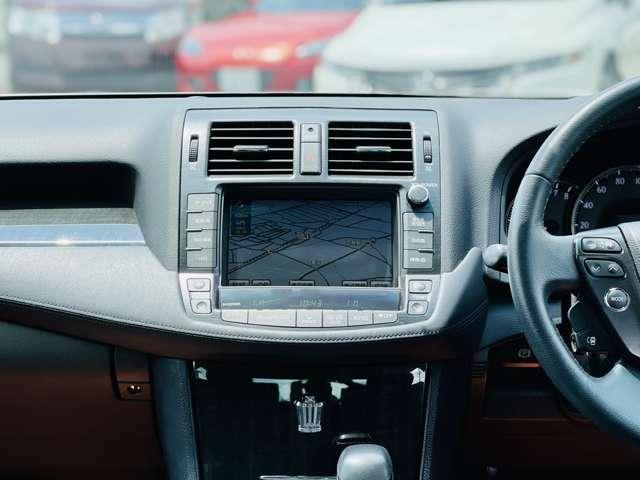 純正HDDナビです。BTの接続も可能です。バックカメラもありますので、駐車時も楽々駐車可能です。