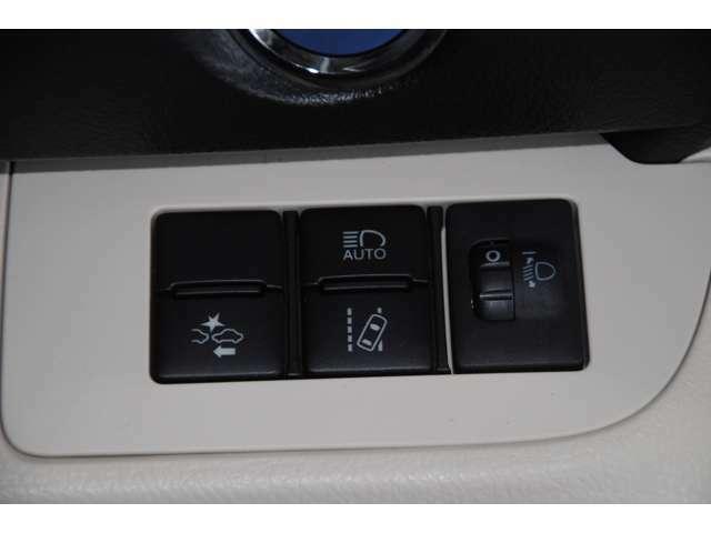 【プリクラッシュセーフティ】障害物を感知して衝突に備える機能で、搭載されたレーダーやカメラからの情報をコンピュータが解析し、運転者への警告やブレーキの補助操作などを行ってくれます☆