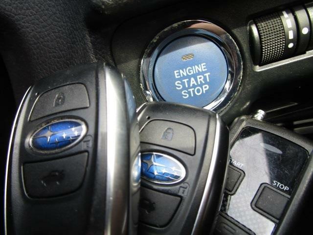 ■ 装備4 ■ プッシュスタート:押すだけ簡単エンジン始動!キーの電池が切れても使えます/スマートキー×2:鍵の開閉からエンジン始動まで、ポケットから出さなくてもOKです!/エンジンスターター