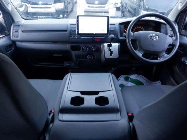 タブレットモニター/バックモニター/キーレスエントリー/LEDヘッドライト/TRDマッドガード/TRDフロントスポイラー/15inホイール/ETC/Bluetooth/AC100V電源