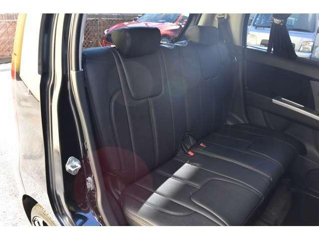 リアシートも新品D.A.Dシートカバー装着ですよ★納車前に再度内装もクリーニングいたしますので、納車されたその日から気持ちよく乗って頂けます!!オシャレな愛車でカーライフを楽しんでください!!