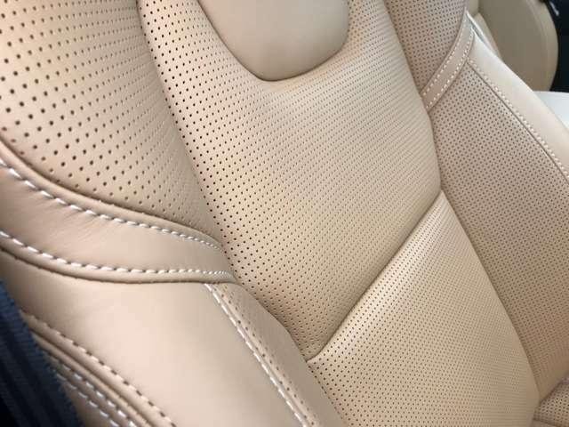 柔らかなナッパレザーシート。ヒーターはもちろんクーラー、マッサージ機能までもった贅を尽くしたInscriptionならではのシートです。