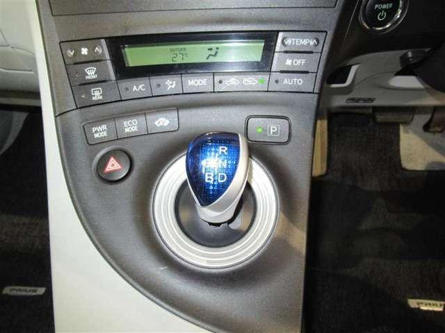 オートエアコン搭載で快適室内♪♪操作もシンプルです。