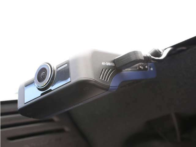【DRIVE RECORDER ADVANCE】フロントカメラ4K、リアカメラQHDの高画質にCMOSイメージセンサーを適用し、前方/後方において昼夜間の映像を鮮明に録画することができます。