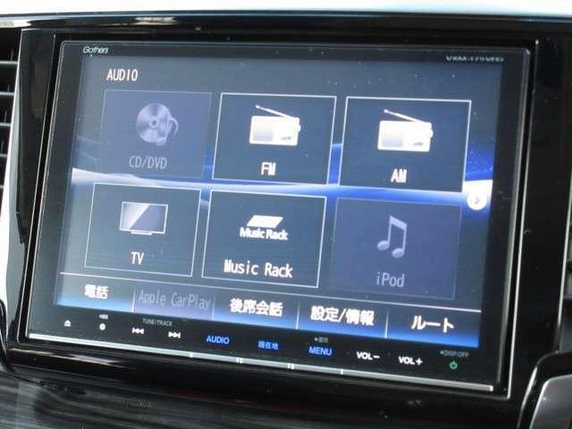 ホンダ純正8インチメモリーナビ(VXM-175VFEi)が装着されております。AM、FM、CD、DVD再生、音楽録音再生、フルセグTV、Bluetoothがご使用いただけます。初めて訪れた場所でも道に迷わず安心ですね!