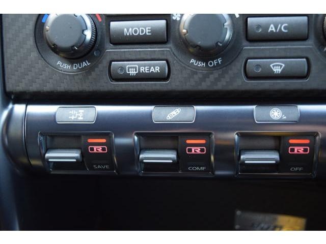 GT-Rのマルチハイパフォーマンスを最大限に引き出すセットアップスイッチです!トランスミッション、ショックアブソーバー、VDC-Rのそれぞれ3段階のモード切替が可能!さまざまな路面に対応できます!