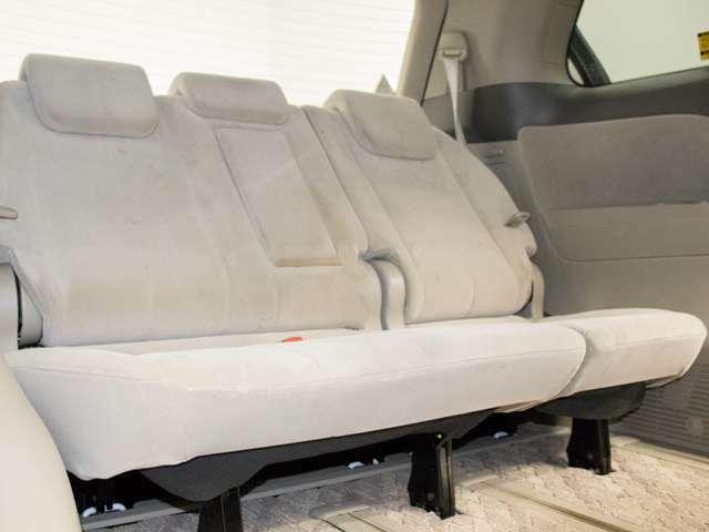 3列目シートも広々とした空間を御用意!エスティマのシートは床下に収納する事が可能となりますので、ラゲッジスペースを広々使う事が出来ます!