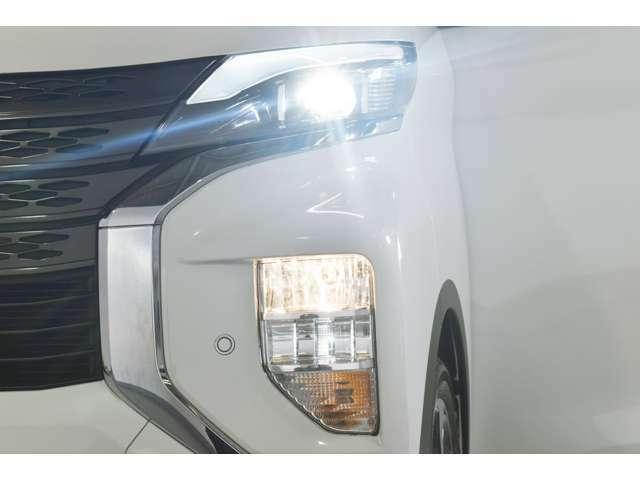 暗い夜道も明るく照らす『LEDヘッドランプ&ビルトインフォグランプ』☆夜のドライブも視界は良好で安全運転の強いミカタです!
