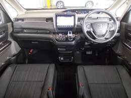 専用スムースコンビシートの車内空間。シート地が違うだけで車内空間の印象が違ってきます。