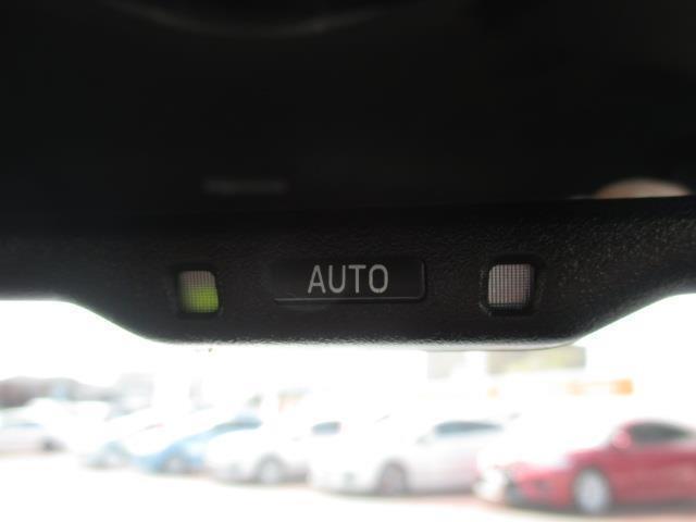 後続車のライトの眩しさを抑えます☆自動防眩ミラー付きです☆