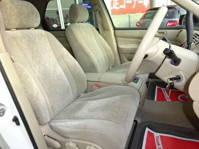 フカフカの大き目なシートで座り心地はとても良く、長距離ドライブも疲れにくいです!