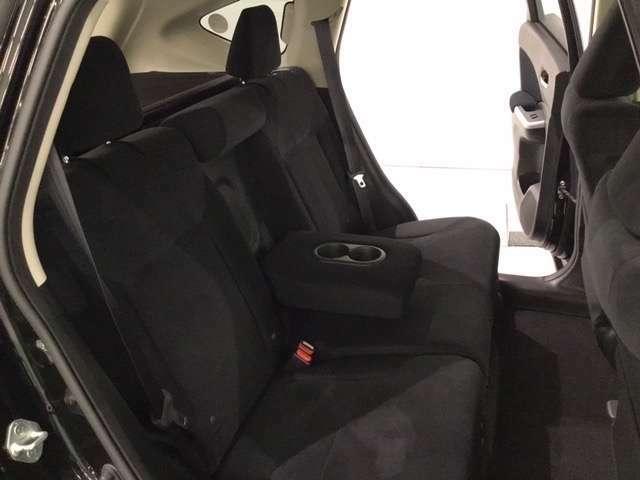 ゆったり座れるリヤシート!足元広々していて、乗り心地も良いです!