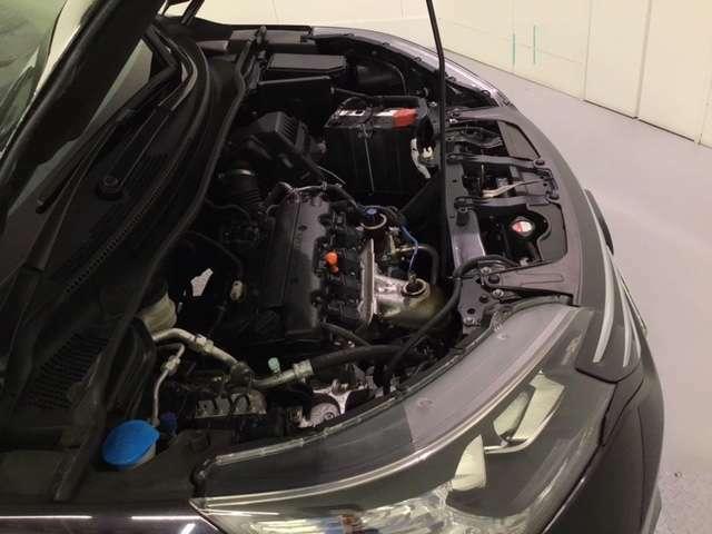 エンジンルームもピカピカ!高品質なお車をお届けします。