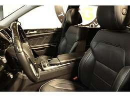上質なブラックレザーシートを装備!快適なカーライフをサポートするメモリー機能付きパワーシート、1st&2ndシートヒーター、ベンチレーター、電動ランバーサポート機能を搭載しています!