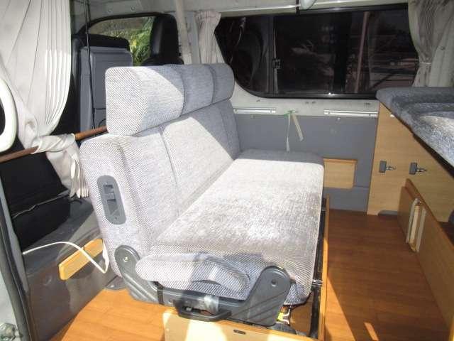 2列目シートは反転可能となっております!対面座席として使用可能です♪